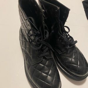 Dr martens us size 7 in quilted black leather .